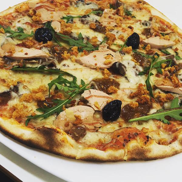 pizza de Noel-pizzeria au Thor-pizzas l'Isle-sur-la-Sorgue-pizzas a emporter Caumont-sur-Durance-commande de pizzas Le Thor