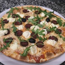 pizza au figatelli-pizza corse