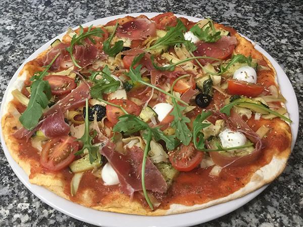 pizza au jambon cru